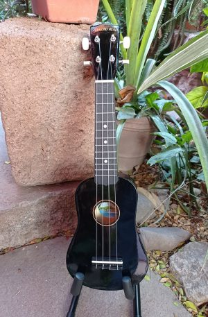 Ukulele Soprano Diamond Head Negro